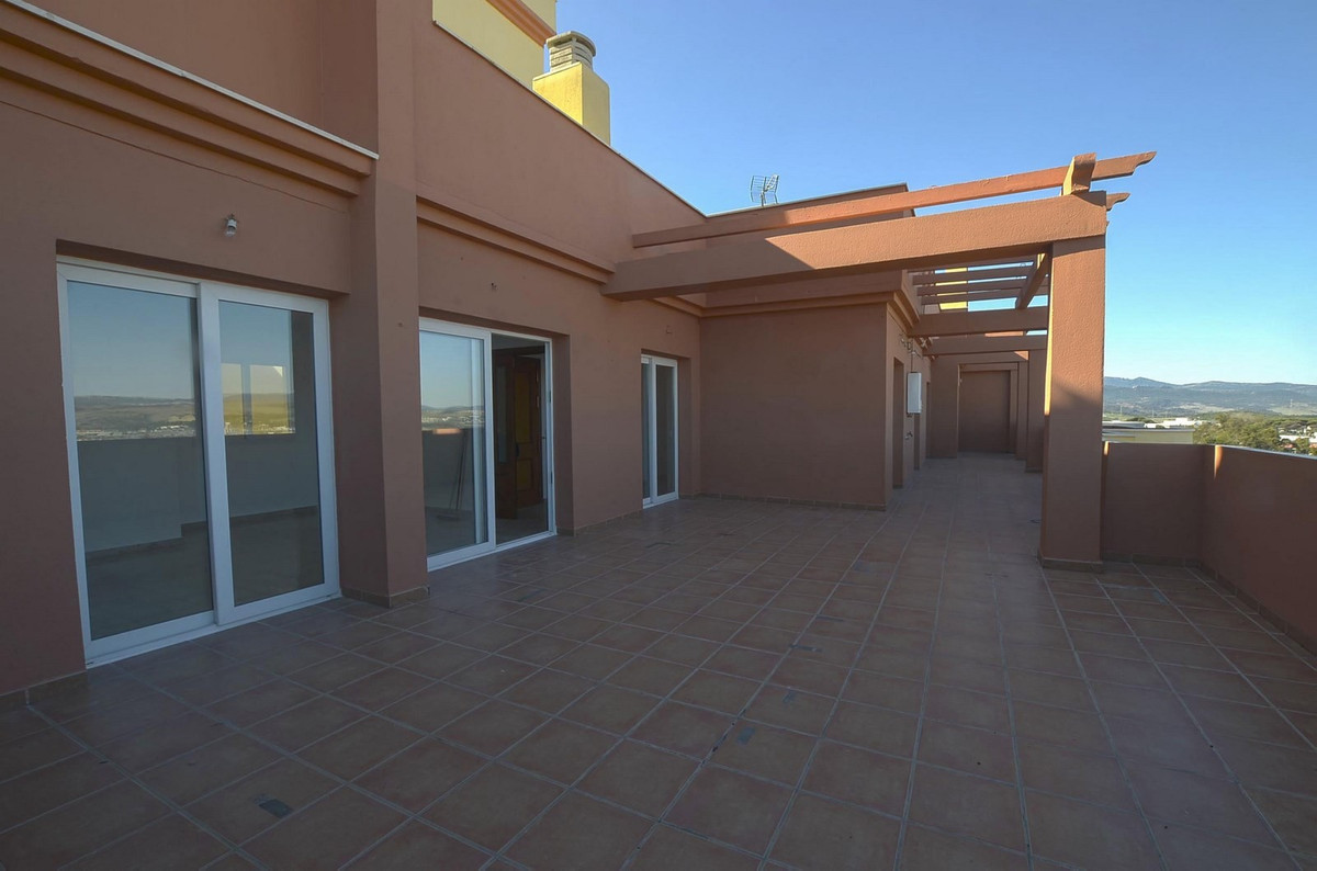 Bright and sunny penthouse with sea views in La Ermita, Algeciras. Very well connected and close to , Spain