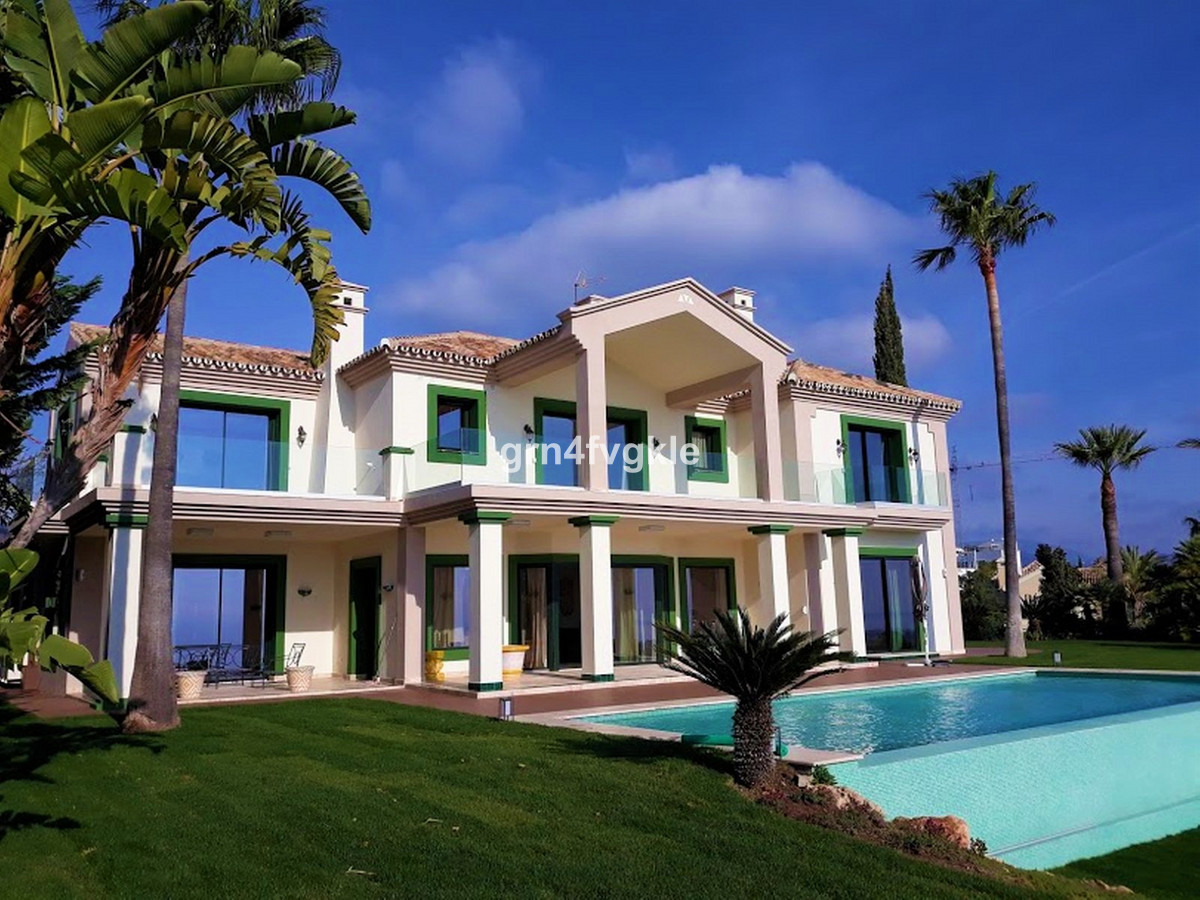 Detached Villa, Selwo, Costa del Sol. 5 Bedrooms, 6 Bathrooms, Built 931 m², Garden/Plot 2004 m².  S, Spain