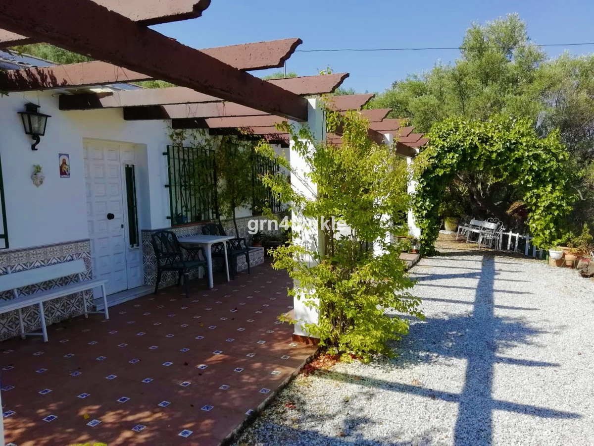 Sayalonga Archez road. farmhouse with a plot of 3000m2 at the foot of the road 1km from Sayalonga an,Spain