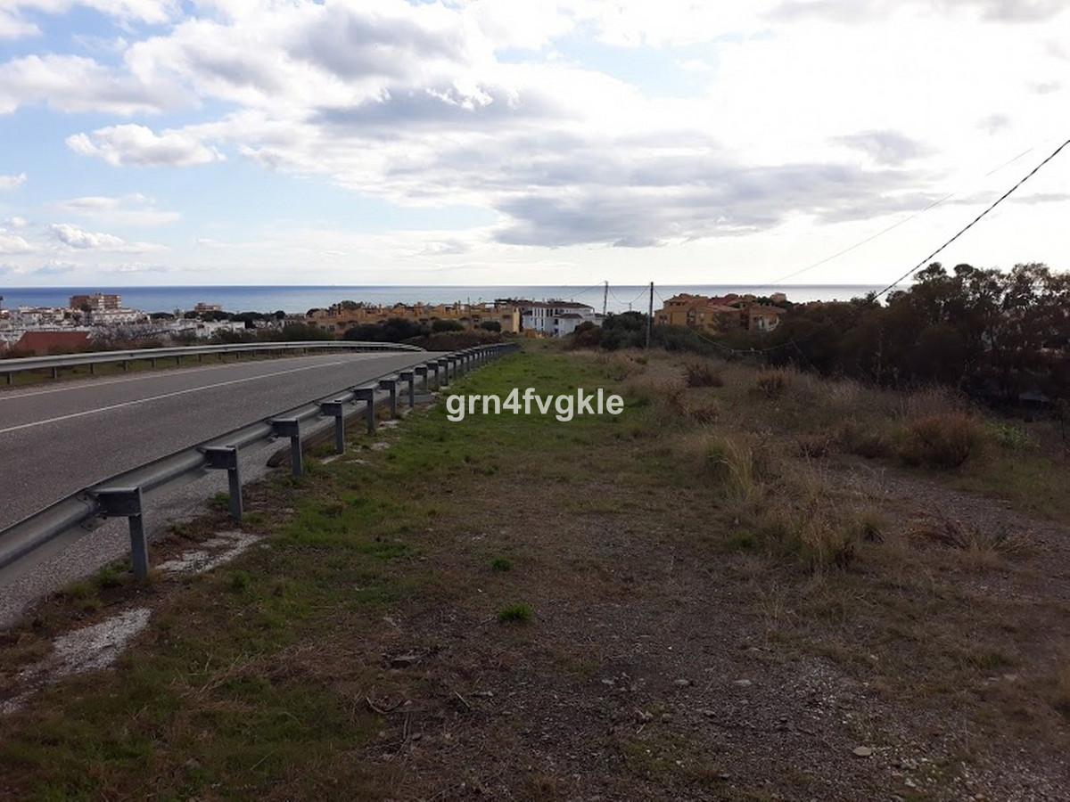 PLOT FOR SALE FOR 49 APARTMENTS IN CALAHONDA WITH SEA VIEWS / SOUTH WEST  area 10395 m2 buildable m2, Spain