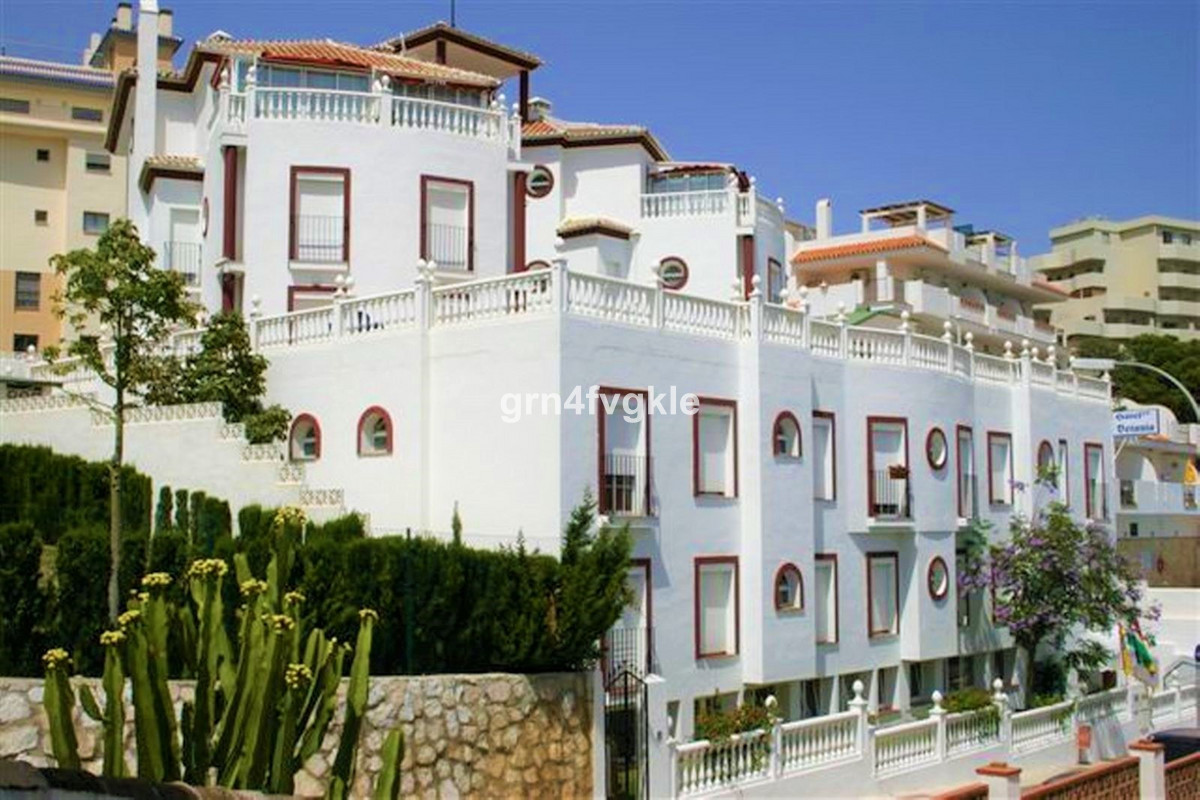 Two-star hotel, excellent location, social building with the option of a residence for the elderly, ,Spain