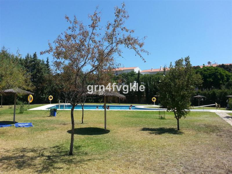 Middle Floor Apartment, Selwo, Costa del Sol. 3 Bedrooms, 2 Bathrooms, Built 105 m², Terrace 10 m². , Spain