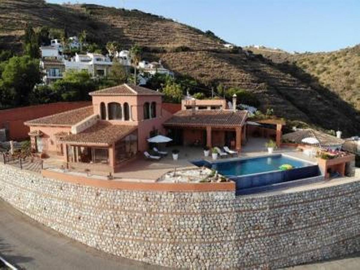 Detached Villa, Salobrena, Costa Tropical. 4 Bedrooms, 3 Bathrooms, Built 364 m², Terrace 1,Spain
