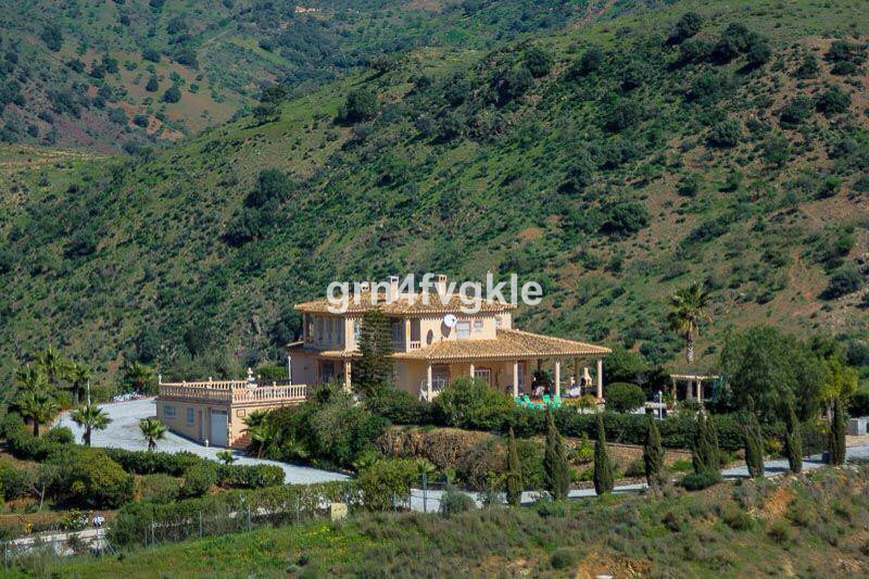 Magnificent house or luxury rural hotel, in the countryside on Almogia road bordering the river Camp,Spain
