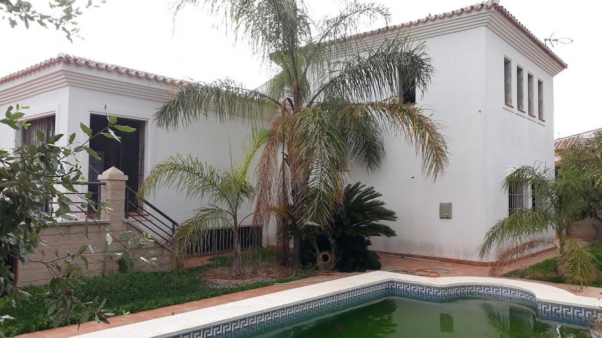 Fritliggende Villa i Coín R3189784