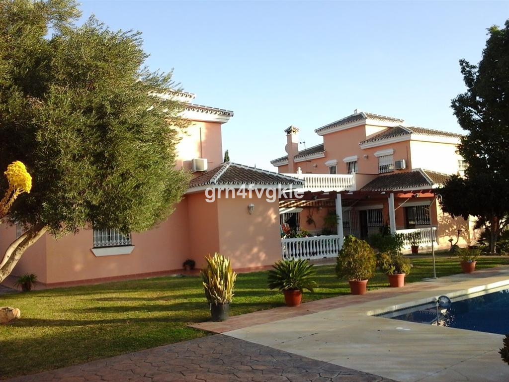 MIJAS GOLF DETACHED HOUSE 10 bedrooms, 10 bathrooms, 4 kitchens, pool, garage and parking 15 cars, o, Spain
