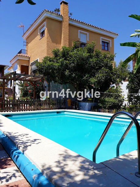Detached villa 516 m plot, 200m built, near the Rincon sports center and the motorway. Housing on 2 , Spain