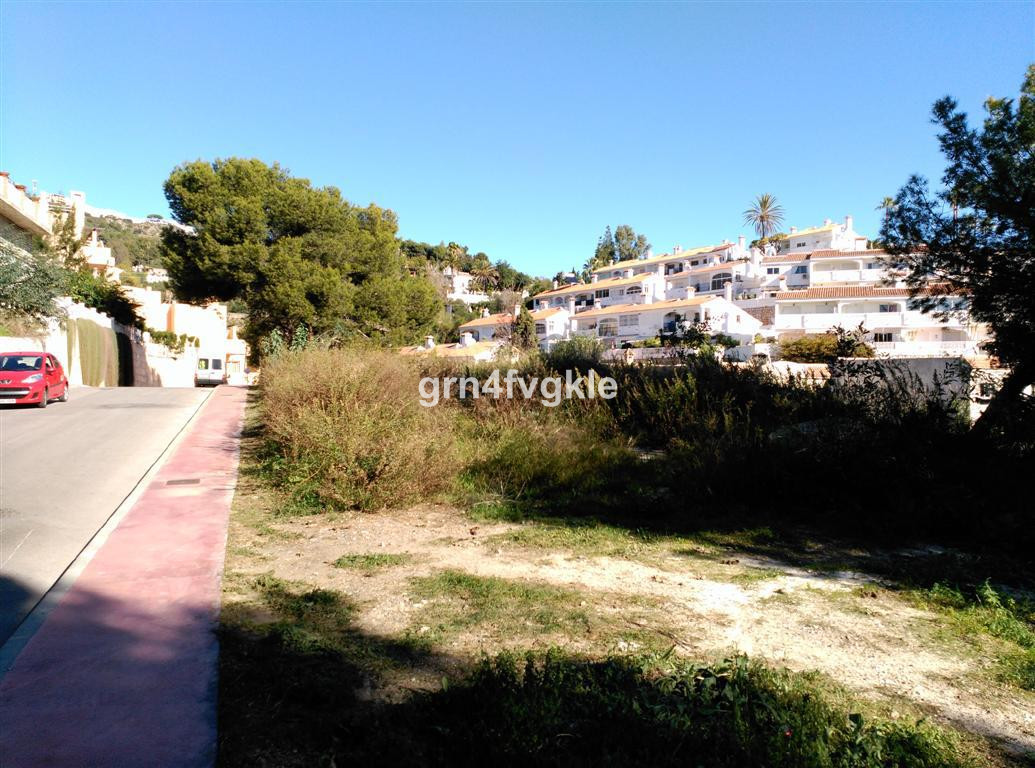 Reduced € 50,000 !!. Magnificent plot in the urbanization TORREMUELLE .LA PERLA (Benalmadena costa),, Spain