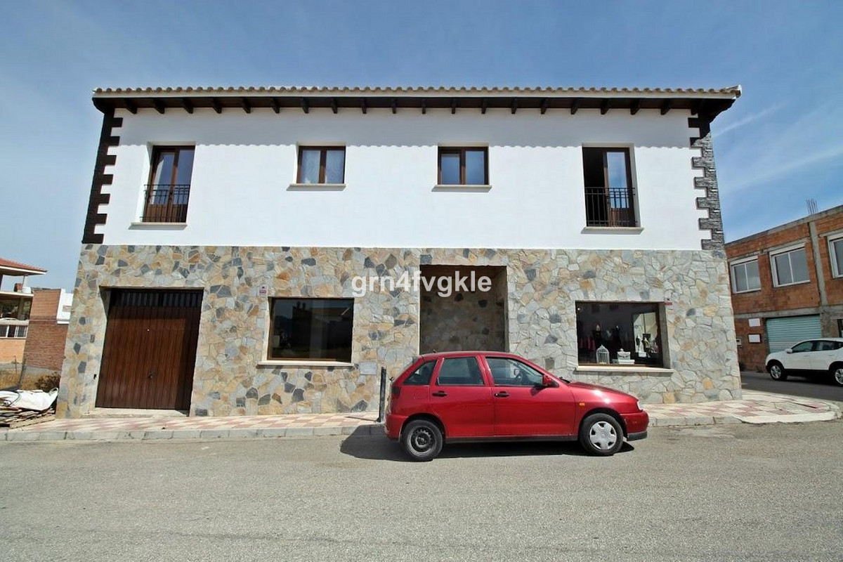 Apartment Complex, Villanueva del Rosario, Costa del Sol. 4 Bedrooms, 2 Bathrooms, Built 305 m², Gar, Spain