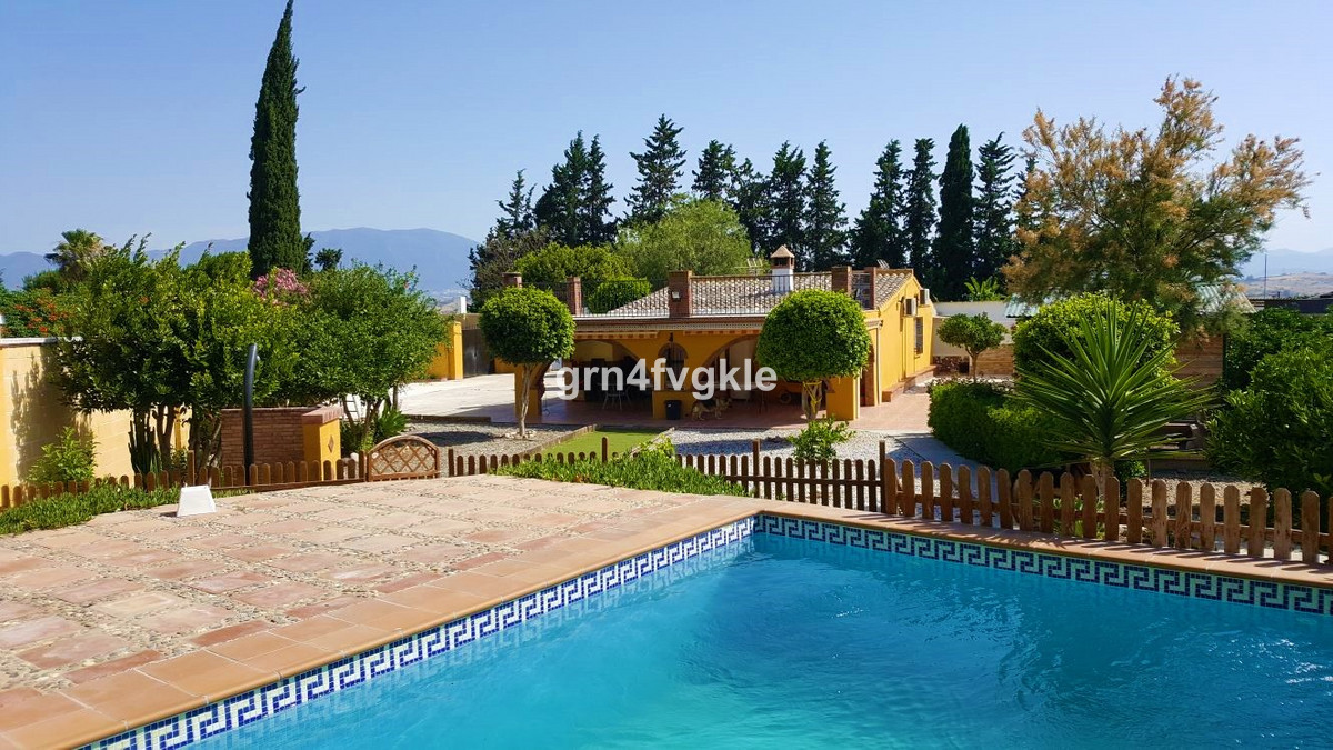 Finca - Cortijo, Pizarra, Costa del Sol. 3 Bedrooms, 3 Bathrooms, Built 110 m², Terrace 45 m², Garde, Spain