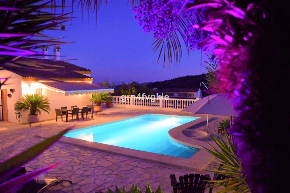 Beautiful Spanish Villa in a high quality urbanization. The villa is within walking distance of the , Spain