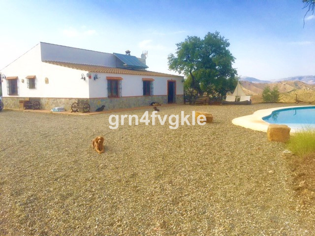 Super estate and very private located in the middle of nature but only 10 min. from the picturesque ,Spain