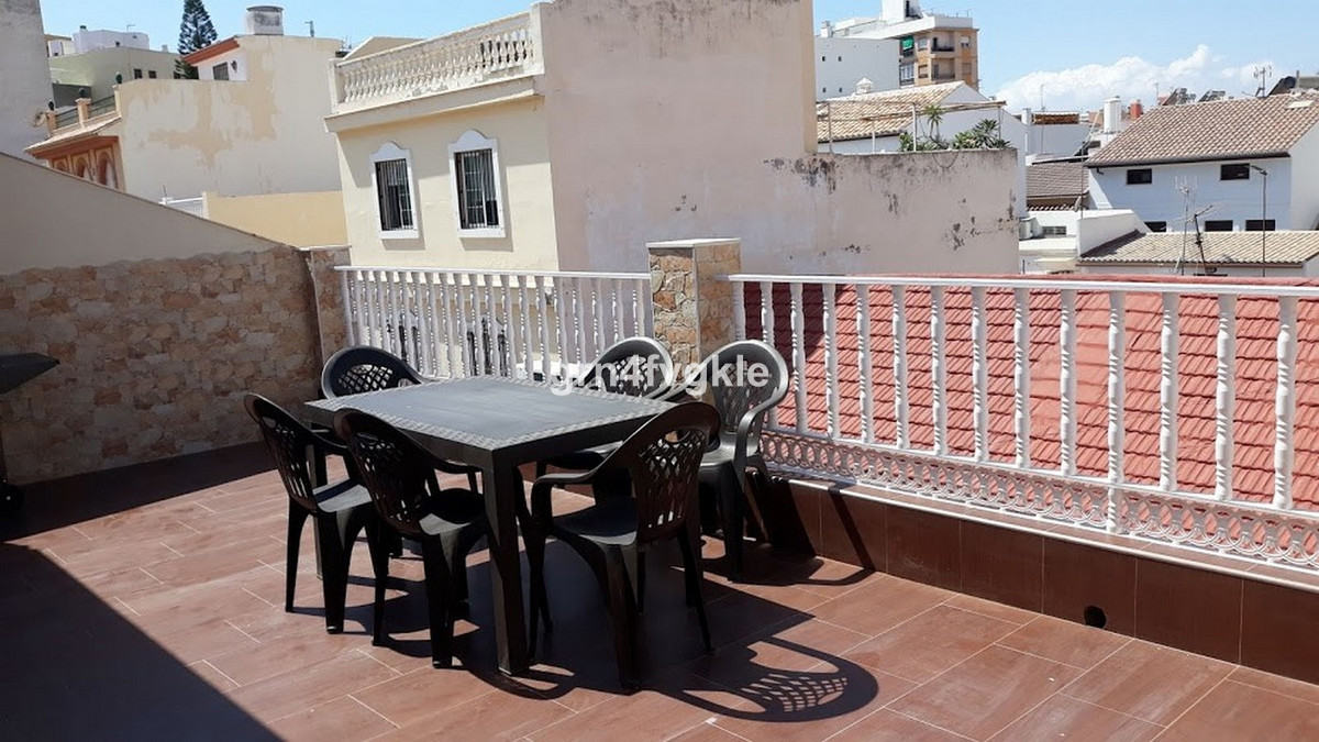 215 m2 building, with 2 apartments with separate entrance, in Capuchin neighborhood 10 mn walking to,Spain