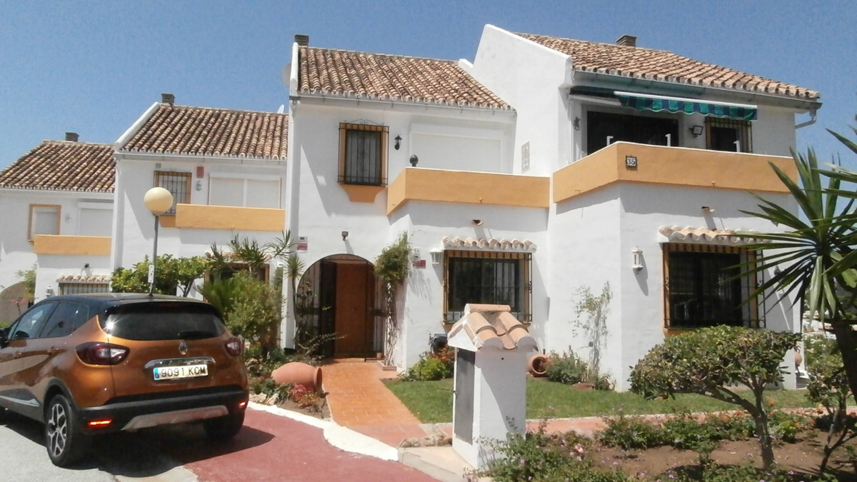 Charming townhouse for sale in the heart of Calahonda.  This attractive and well maintained family h,Spain
