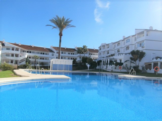 Attractively priced one bed apartment in a private residential complex near Fuengirola. Set in the s, Spain