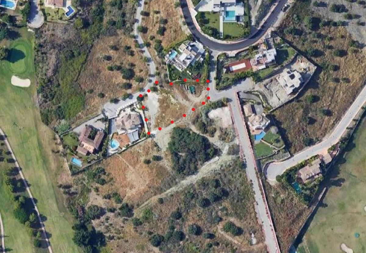 Large residential villa plot on tiered levels located in Capanes Sur in La Alqueria in Benahavis. Se, Spain