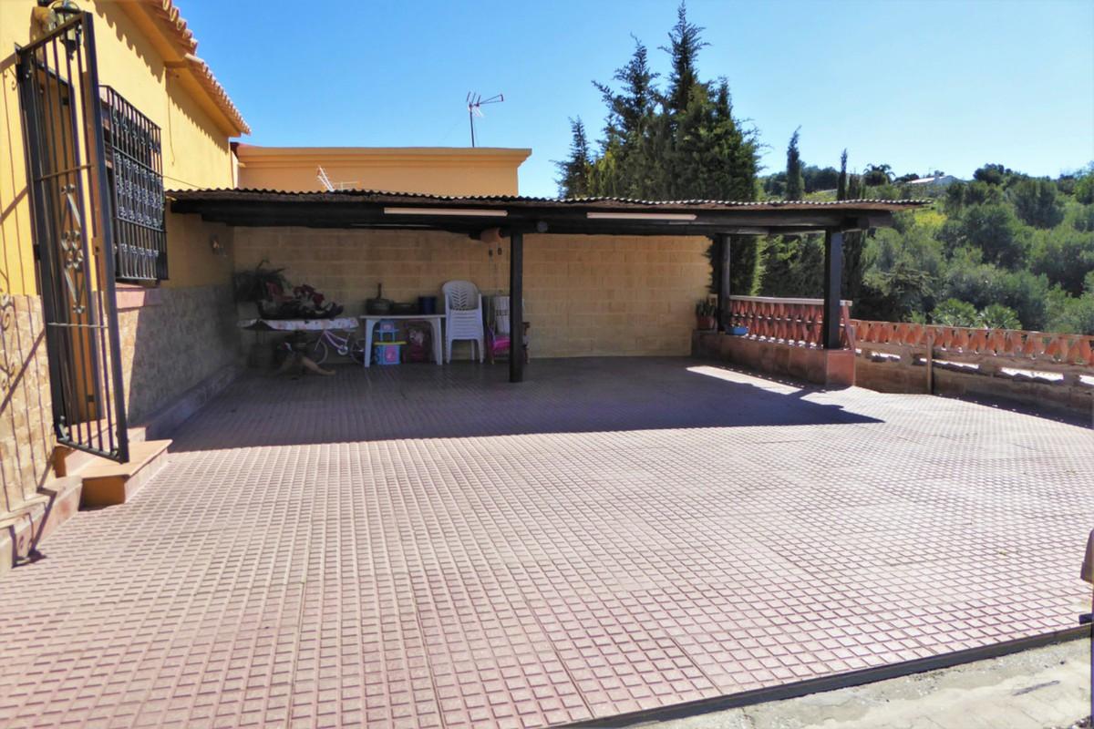 Villa te koop in Estepona R3481552