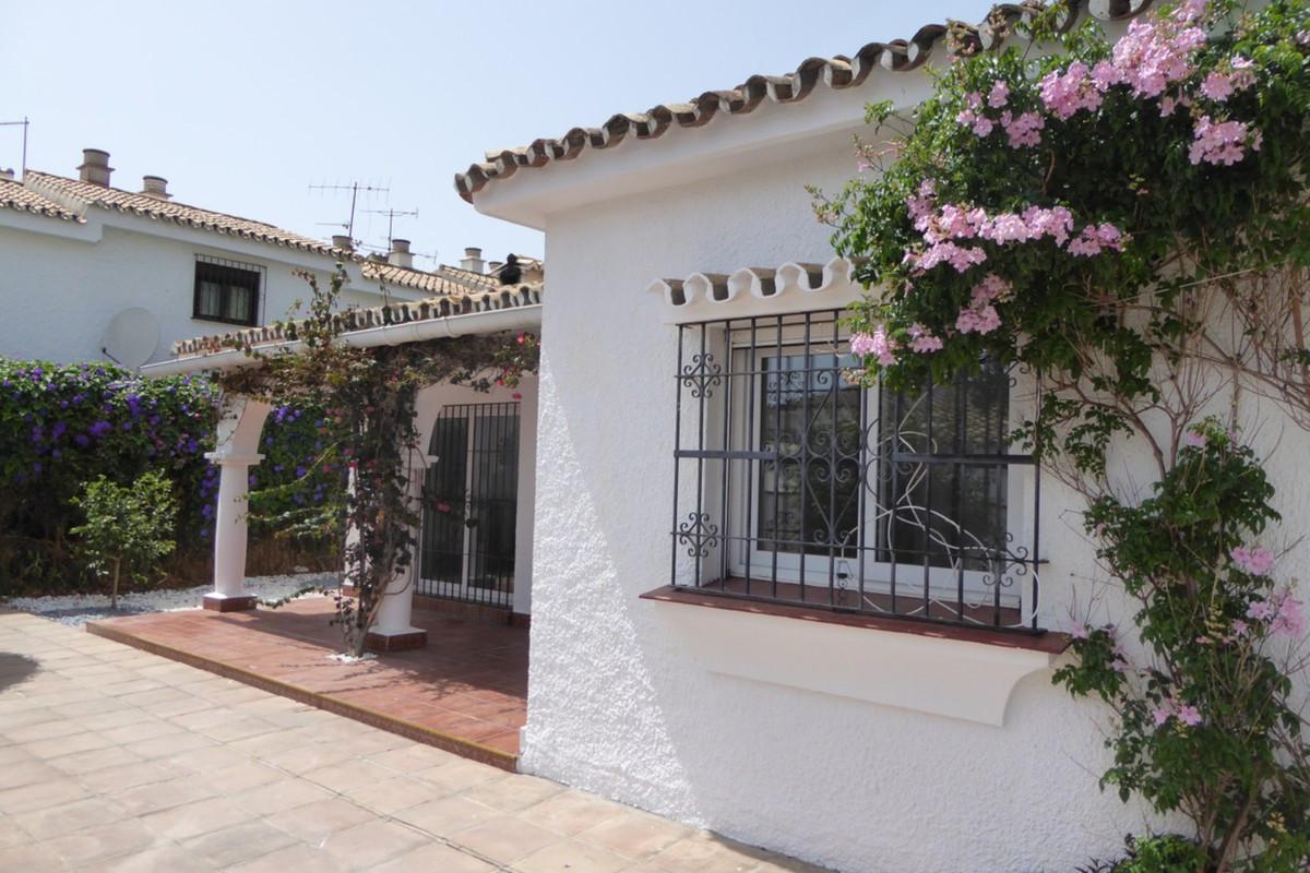 Villa Detached Estepona Málaga Costa del Sol R3483046