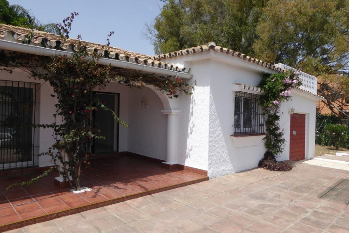 Villa Detached Estepona Málaga Costa del Sol R3483046 2