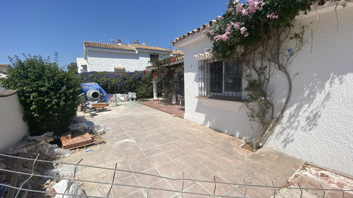 Villa Detached Estepona Málaga Costa del Sol R3483046 3