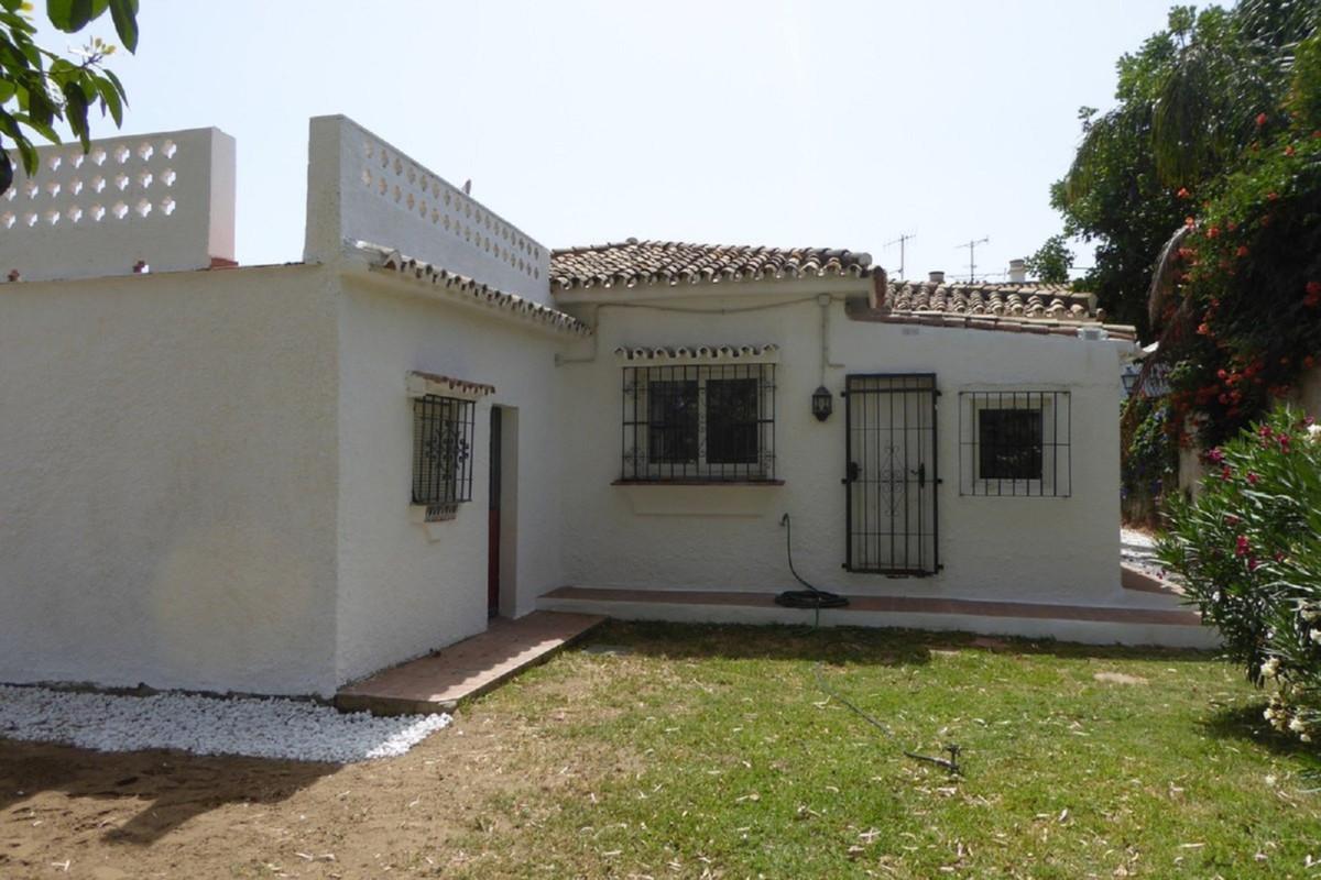 Villa Detached Estepona Málaga Costa del Sol R3483046 4