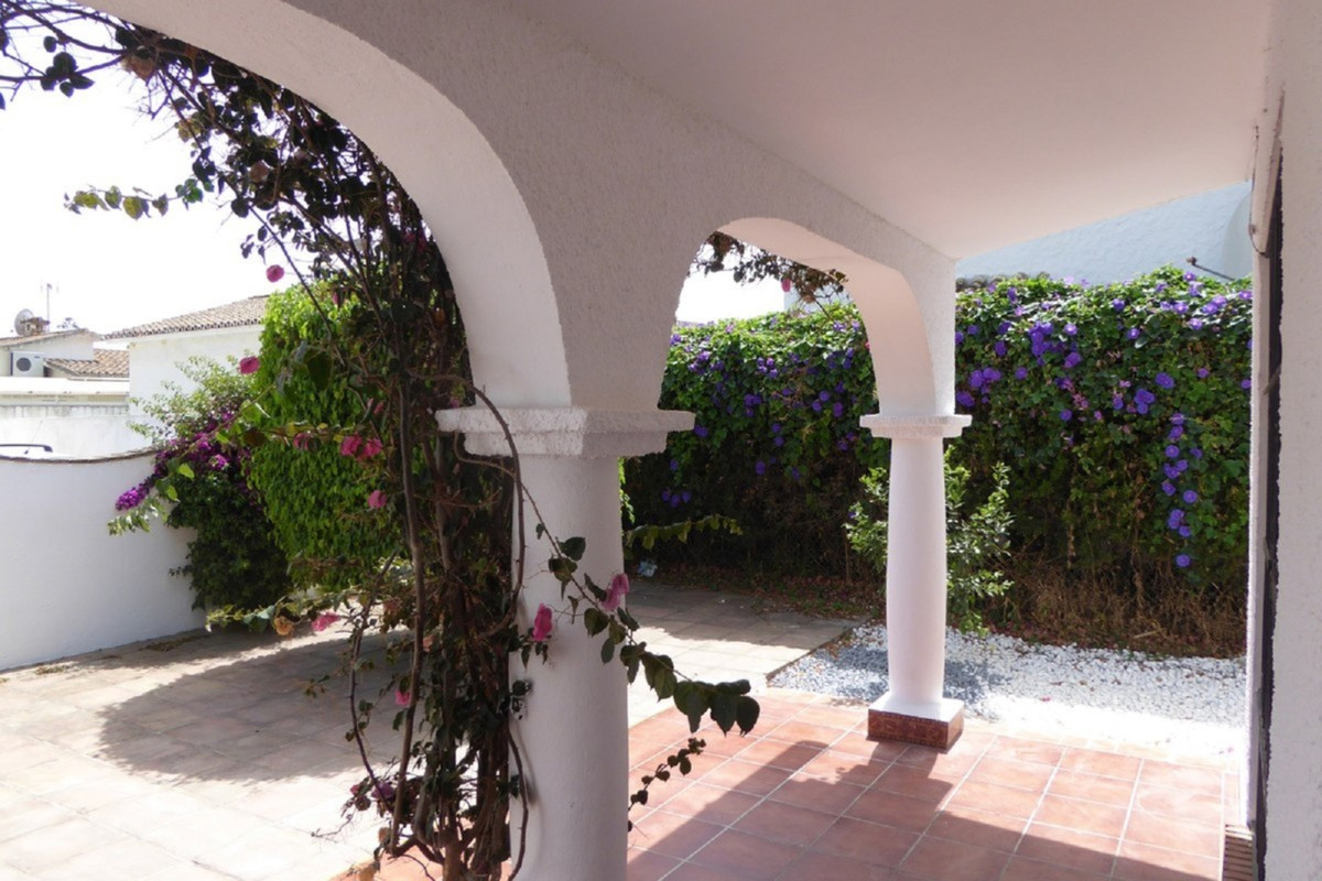 Villa Detached Estepona Málaga Costa del Sol R3483046 5