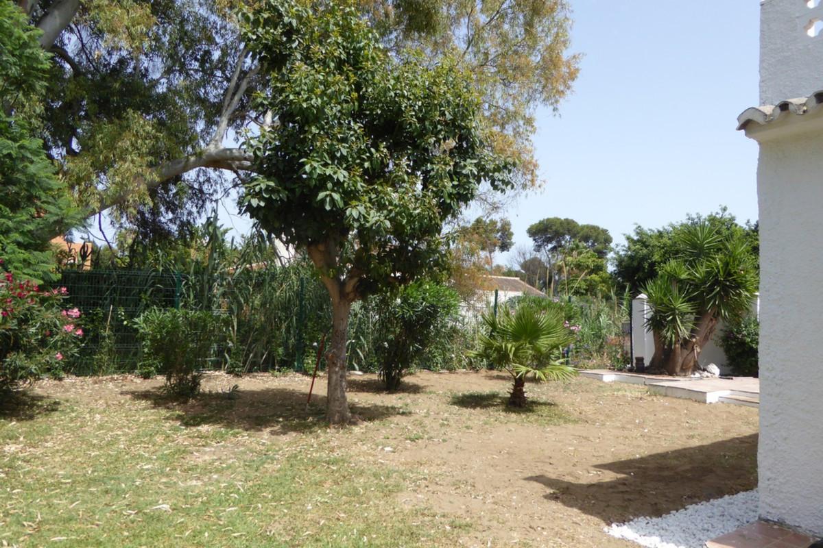 Villa Detached Estepona Málaga Costa del Sol R3483046 6