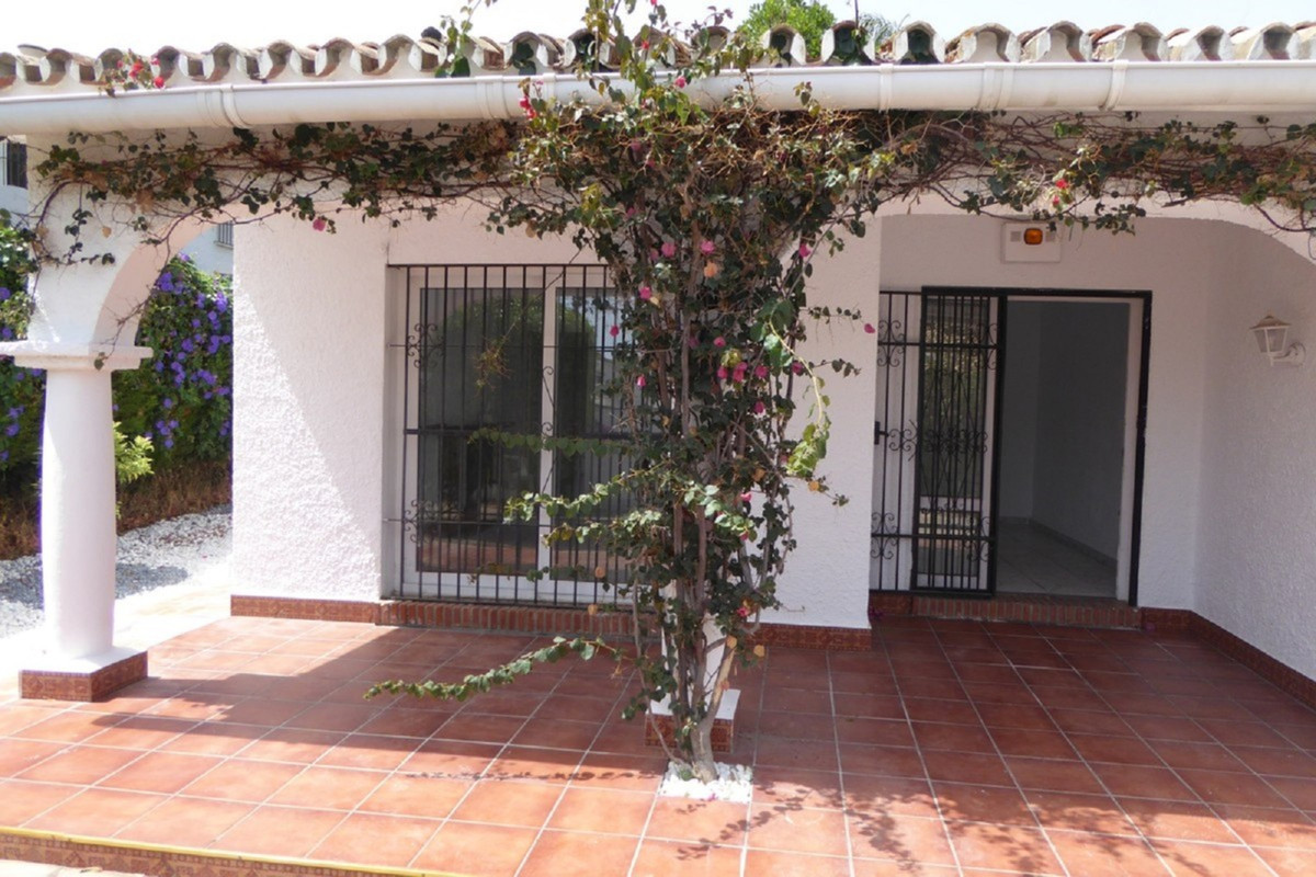 Villa Detached Estepona Málaga Costa del Sol R3483046 7