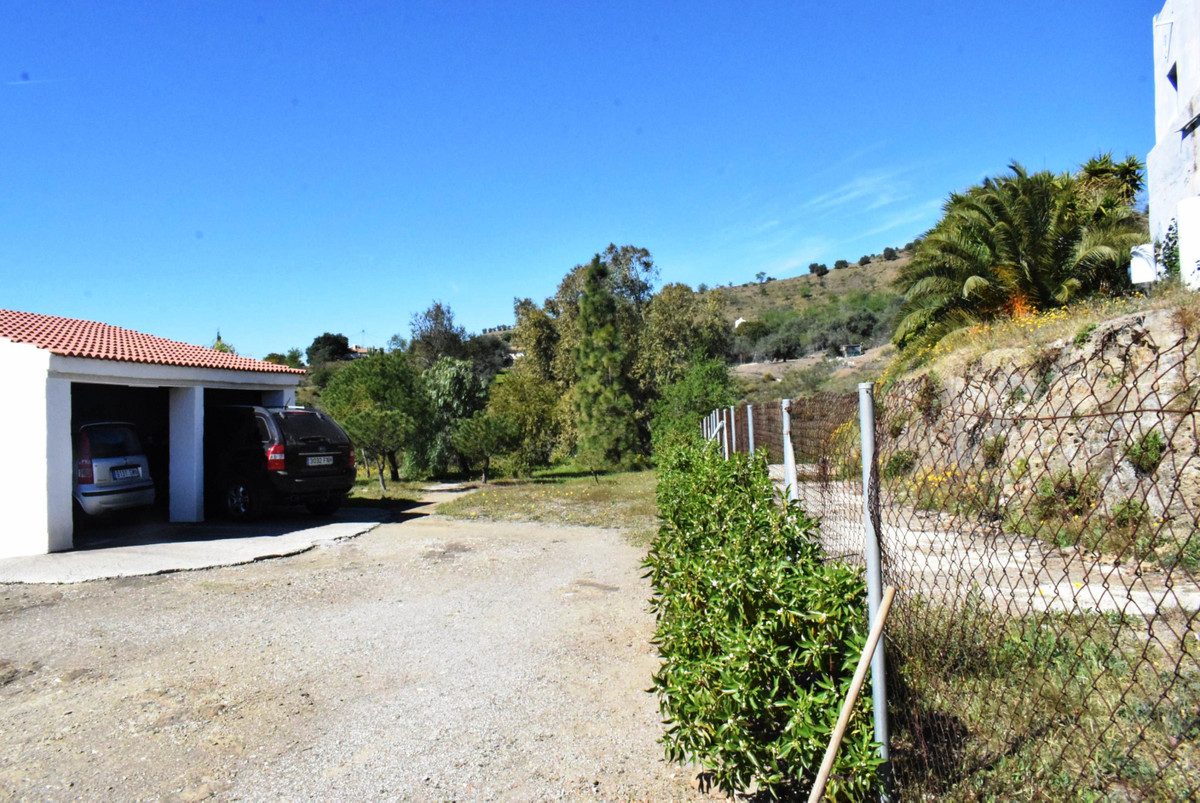 This well located countryside house is not far from Lake Vinuela and only a a few minutes drive to t,Spain