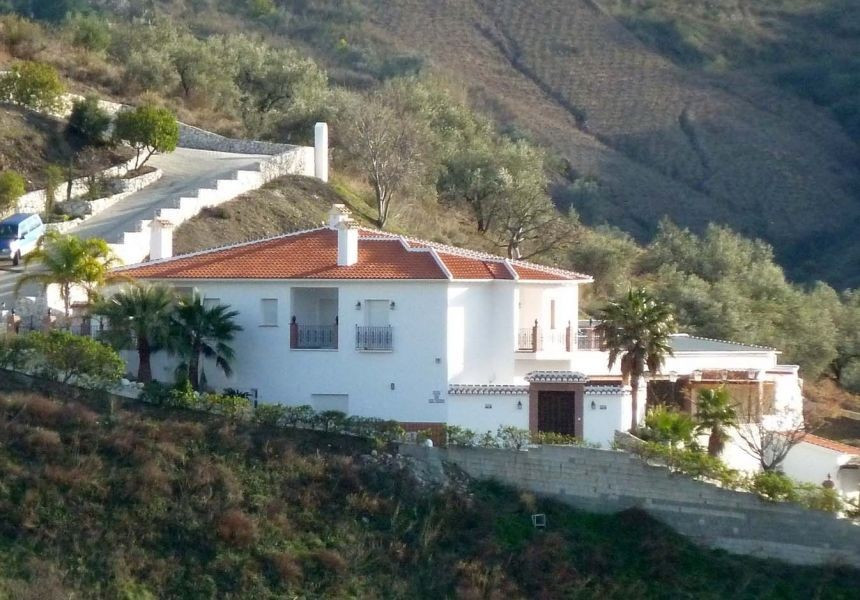 Splendid & substantial villa, recently renovated to a very high standard, entrance hall, 2 huge , Spain