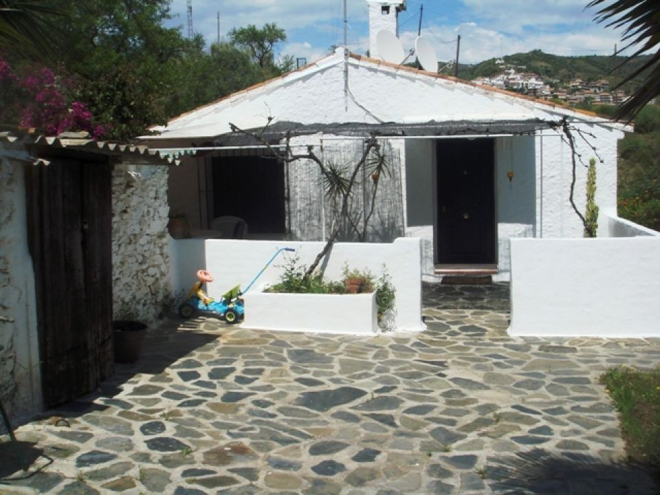 This nice villa is located in the village of Benagalbon; it has a concrete access it is fenced. The ,Spain