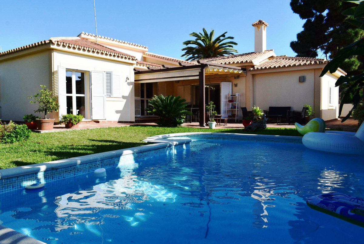 This beautiful villa is located in a popular urbanisation, just a short walk from all the local amen, Spain