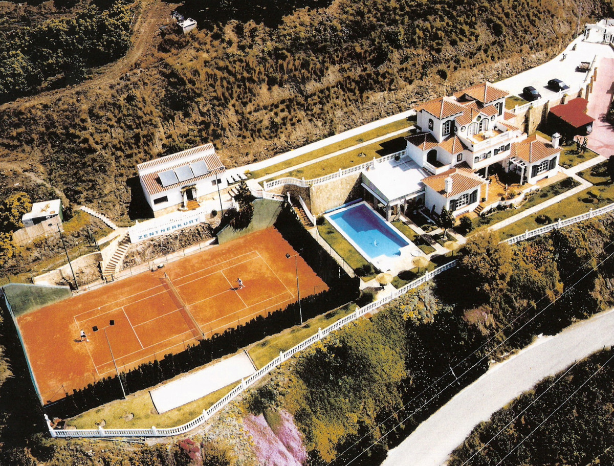 A rare opportunity to purchase one of the most outstanding properties in the Axarquia. The accommoda,Spain