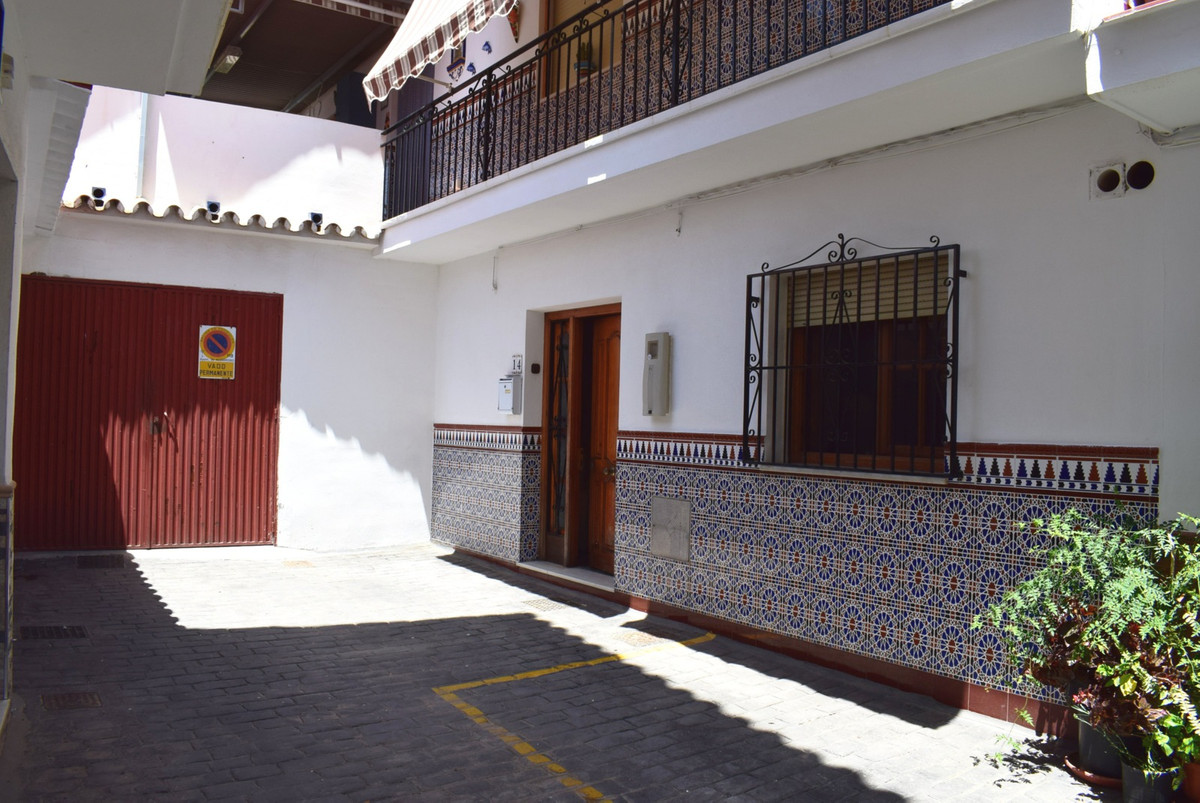 Charming Townhouse in a Typical Village This lovely house is located just 3 km from the sea, near al,Spain