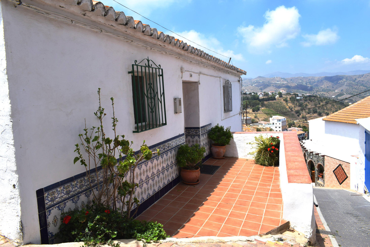 Stunning townhouse located at the top of the village called Iznate which is only a 15 minute drive t, Spain