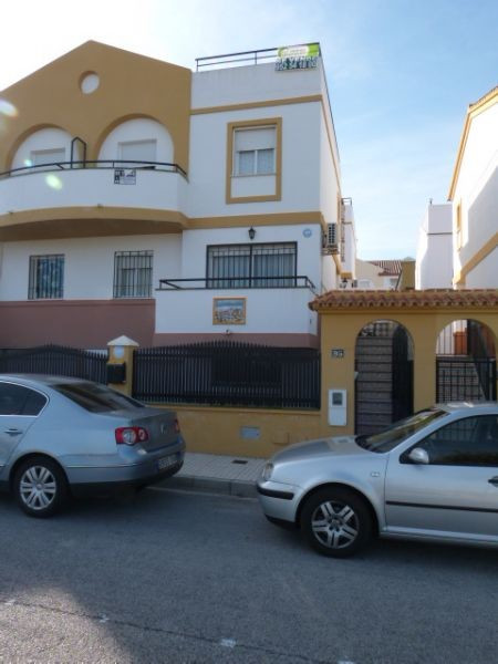 This lovely townhouse is located on the edge of Torre del Mar in the area of Vina Malaga. The proper, Spain