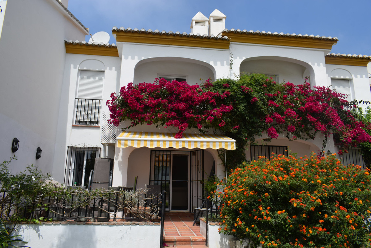 Beautiful house in  residential area with sea views and close to all the amenities of Caleta de Vele,Spain