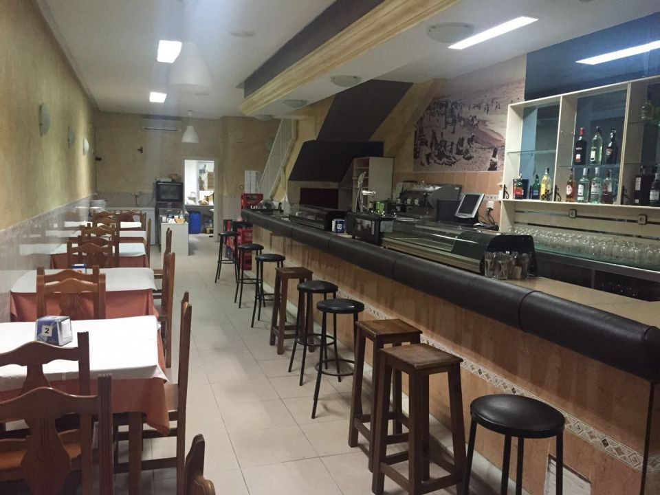This commercial property of 100 meters is fully licenced as a working bar of approximate and has bee,Spain