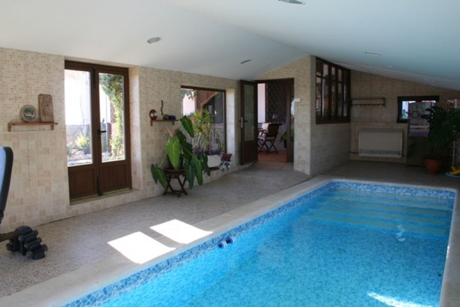Chimnea, horno de lena, heated pool, central heating, horse stables, electric gates, security system,Spain