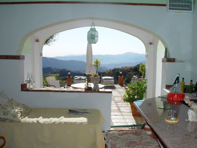 Lovely 3 bedroom, 2 bathroom country property situated in the mountains below the village of Sedella, Spain