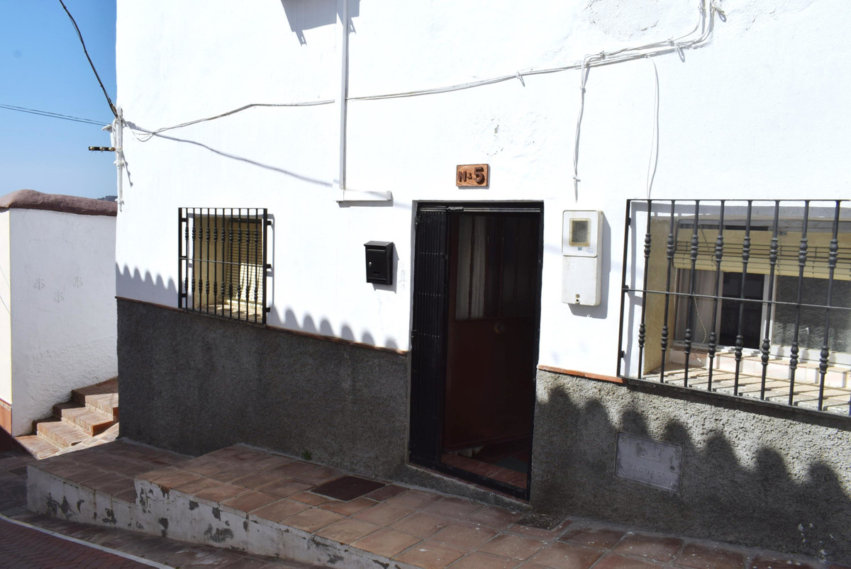This 3 bedroom village house is located in the heart of the historical town of Velez Malaga. It comp,Spain
