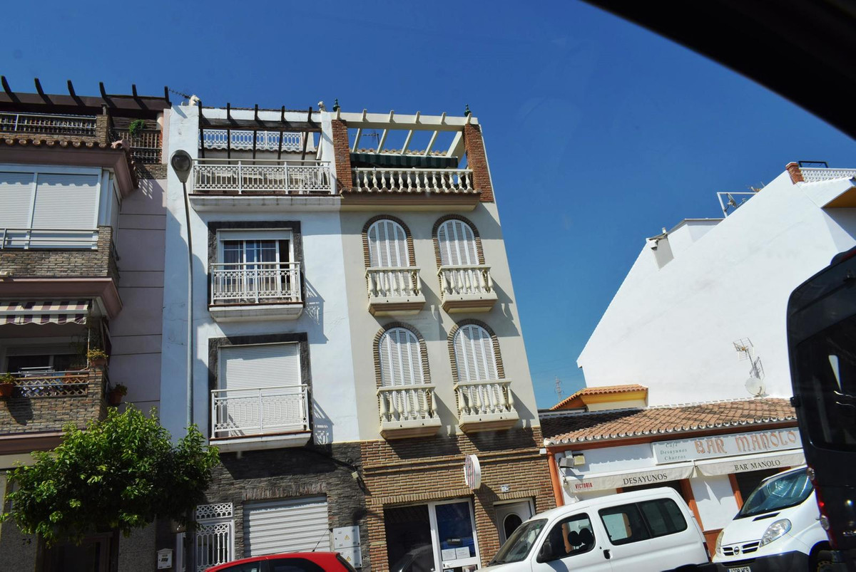 This very large townhouse is situated in Caleta de Velez, only a short walk to the beach. It will be, Spain