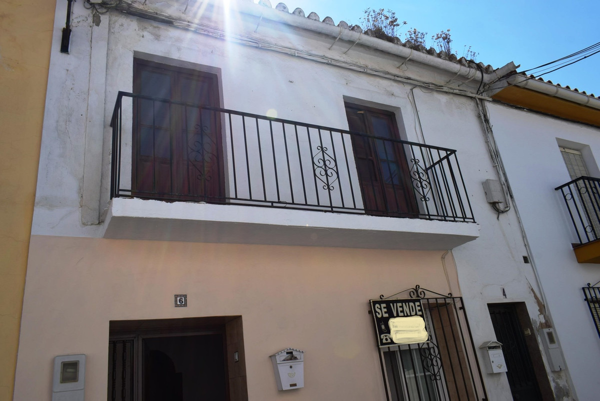 Spacious fully renovated townhouse located in the heart of Velez Malaga town. It is ready to move in, Spain