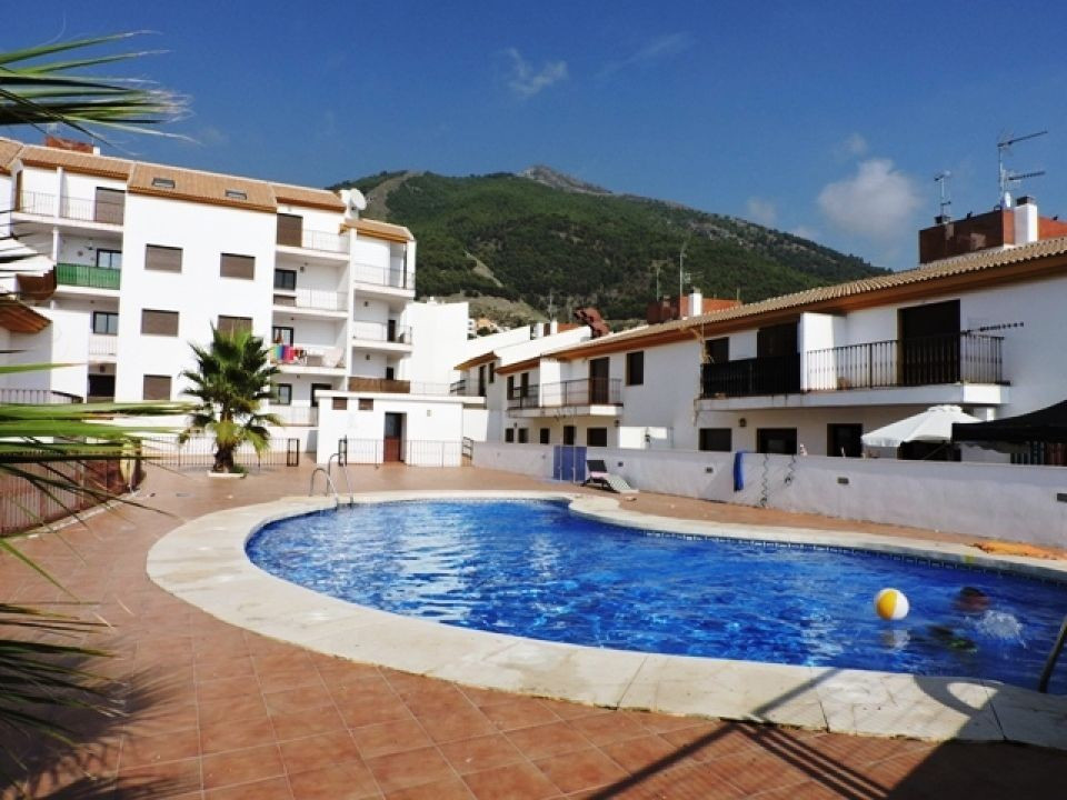 A lovely and very well presented apartment conveniently located close to all local amenities in the , Spain
