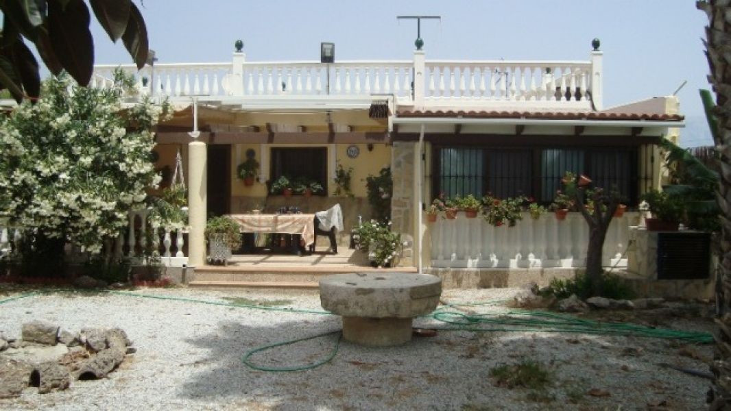 This absolutely charming 3 bedroom 1 bathroom country house is situated in the beautiful countryside,Spain
