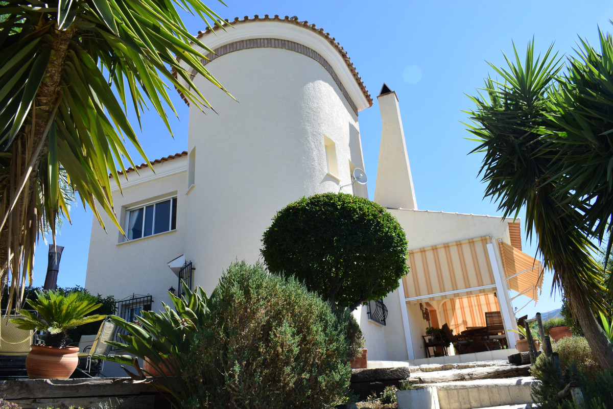 The main area of this property is open with the show are dining room and fully equipped kitchen a ru, Spain
