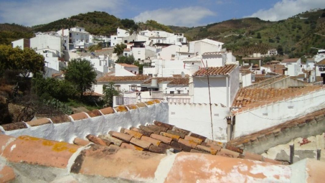 This quaint apartment situated in Benamargosa comprises lounge, kitchen, 2 bedrooms, 1 bathroom and , Spain