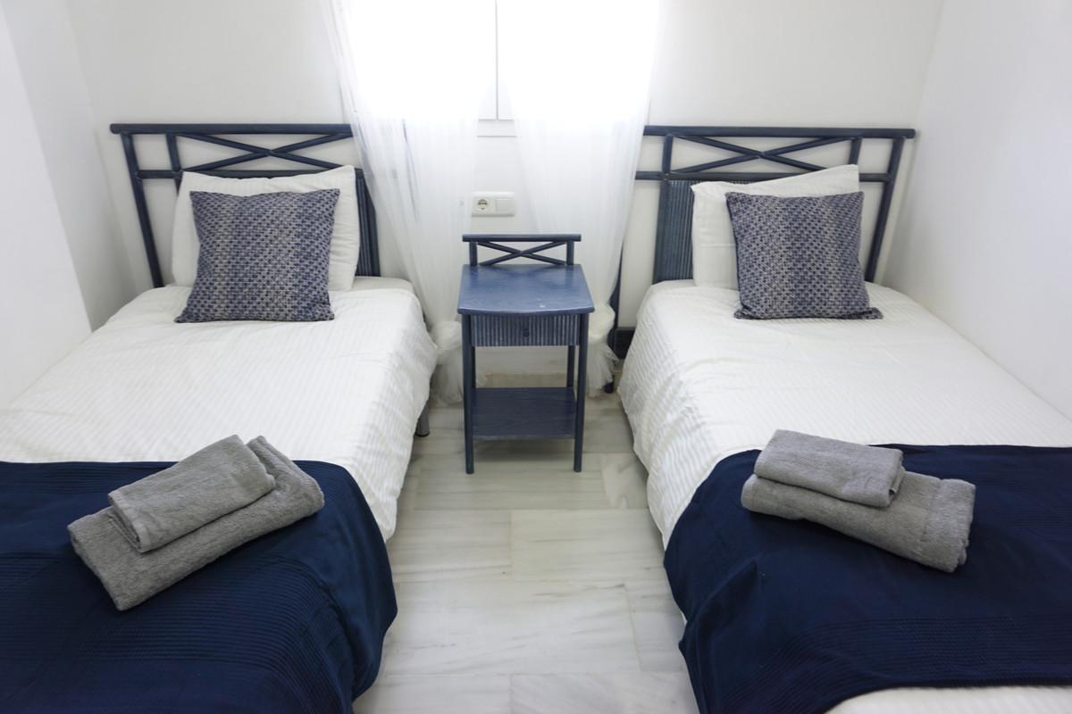 Apartamento Planta Media en Venta en Calahonda – R3690323