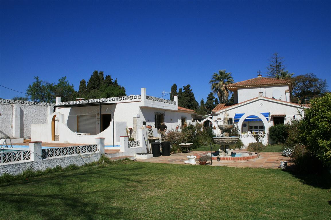 Villa for sale in Churriana