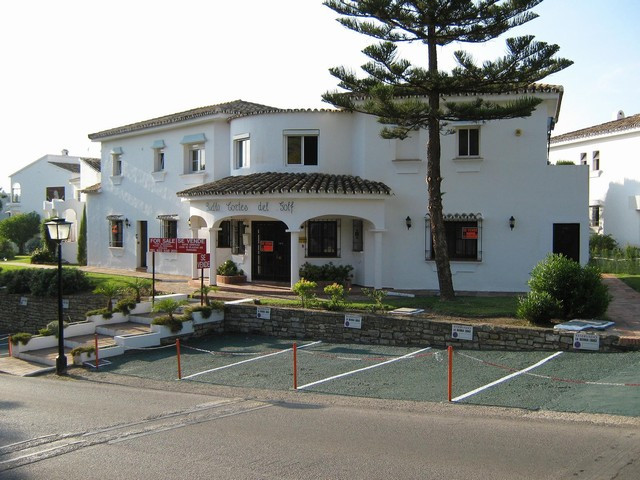 Hotel for sale in El Paraiso